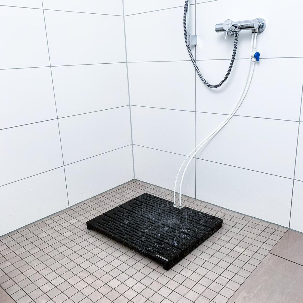 Der-Warmduscher-im-Badezimmer